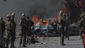 Pelo menos 40 mortos em explosões no Afeganistão
