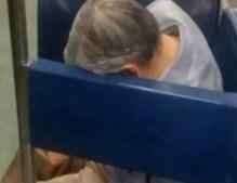 Morre dentro do metro e ninguém reparou