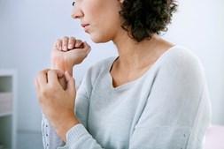 Manchas e pápulas não se manifestam da mesma forma nas pessoas. Causam comichão e sensação de queimadura