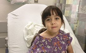 Míriam tem sete anos e é natural do Cacém (Sintra). Tem espinha bífida e foi para os Estados Unidos para ser submetida a cirurgias. O último procedimento correu mal e foi-lhe amputada a perna