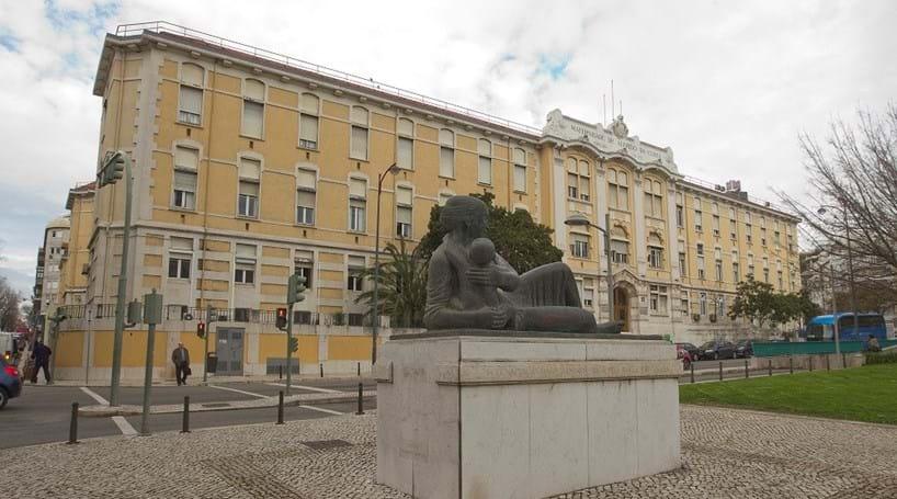 Resultado de imagem para Falta de anestesistas encerra urgências da Maternidade Alfredo da Costa