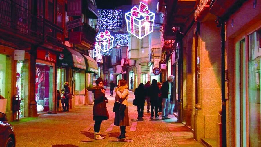 Centro histórico de Vila Real e a Praça do Município estão iluminadas e prontas para celebrar a época natalícia