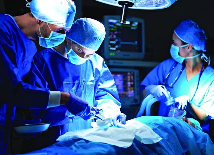 O elétrodo fica ligado a um neuro-estimulador, junto a um nervo que envia a informação para os órgãos que mantêm a continência. Acaba por funcionar como uma espécie de pacemaker e a cirurgia pode ser realizada em ambulatório