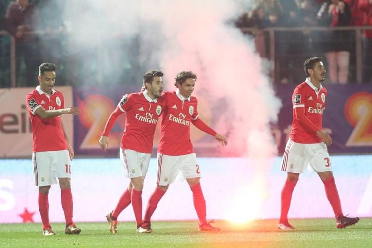 Benfica celebra o primeiro golo do jogo, marcado por Pizzi