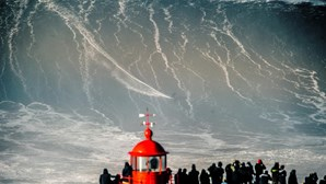Onda na Nazaré dá prémio de maior onda do ano e record mundial a Rodrigo Koxa