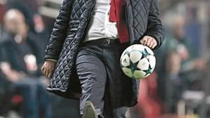 Vitória admite reforços e elogia Carvalho