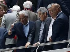 Mário Centeno, António Costa e Luís Filipe Vieira no Estádio da Luz, a 1 de abril