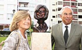 Em 2012, António Costa homenageou-a com um busto colocado em Lisboa