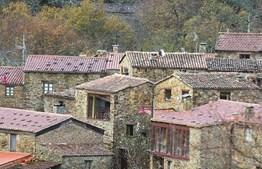Gondramaz é uma aldeia de xisto na Serra da Lousã
