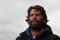 Surfista português Hugo Vau