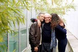 Celso Coelho (à esq.) com o pai, José Coelho, e a irmã, Ema Coelho