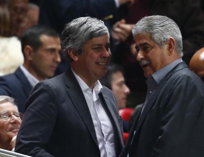 Mário Centeno e Luís Filipe Vieira no Estádio da Luz, a 1 de abril