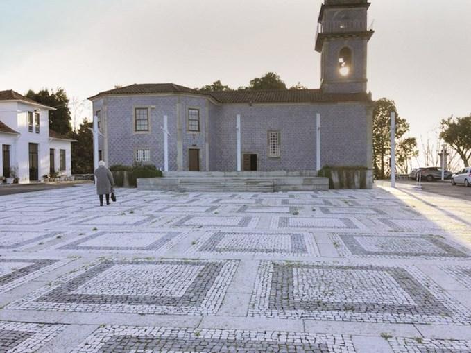 A ligação entre a feira dos Carvalhos (esquerda) e o largo da Senhora da Saúde (direita) ficará por 2,5 milhões de euros