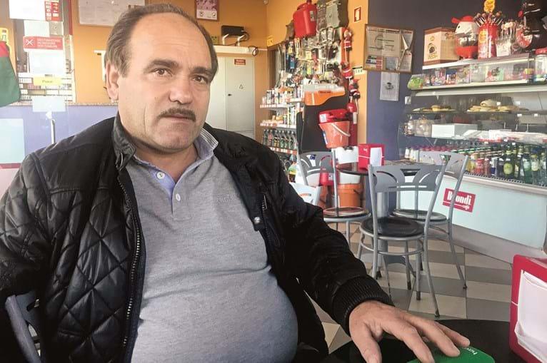 Manuel Silva, proprietário do café da bomba, diz que pai e filho foram agredidos no exterior por um grupo de cinco