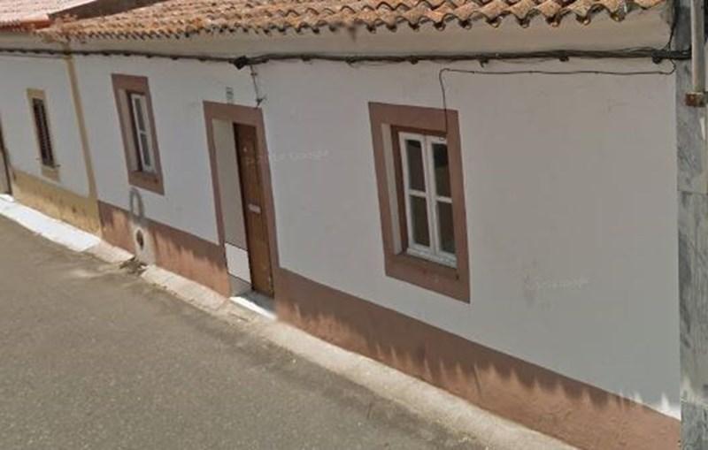 Casa danificado em Alcáçovas, Viana do Alentejo, após sismo