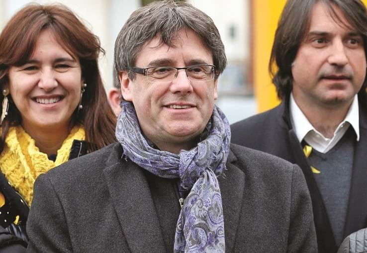 Carles Puigdemont reitera desafio à lei e à Constituição de Espanha