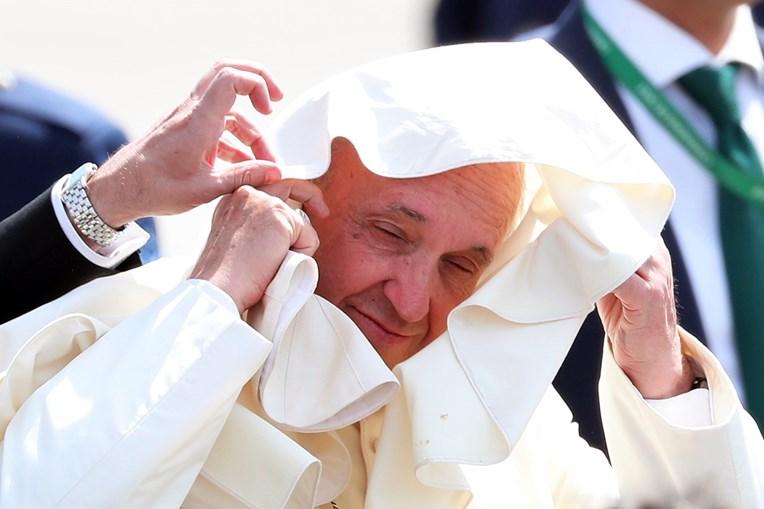 O Papa chegou ao Peru, após uma visita ao Chile, que ficou marcada por protestos violentos contra a pedofilia na Igreja