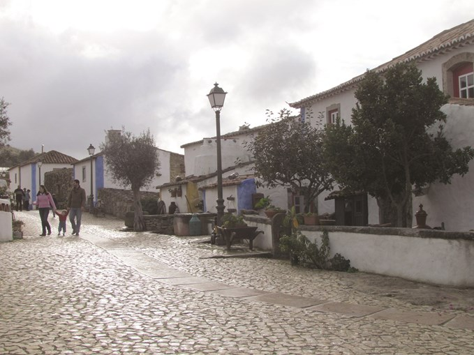 As casas antigas, devidamente recuperadas, formam a mais bela aldeia da região saloia. Fica a apenas dez quilómetros de Mafra