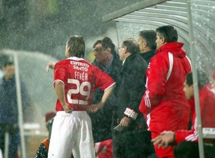 Fehér fala com Camacho momentos antes de entrar no seu último jogo, em Guimarães, em janeiro de 2004