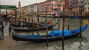Superlua seca canais em Veneza
