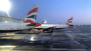 Reino Unido impõe quarentena paga a todos os viajantes que chegem ao país