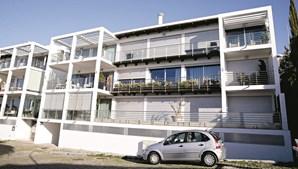 Apartamento  no 3º andar do nº 40 dos Terraços da Barra custa por mês 2000 euros em renda