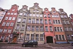 No centro histórico, alguns edifícios resistiram aos bombardeamentos da Grande Guerra