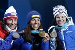 Pódio do esquiatlo nos Jogos Olímpicos de Inverno 2018, com Marit Bjoergen (prata), Charlotte Kalla (ouro) e  Krista Parmakoski (bronze)