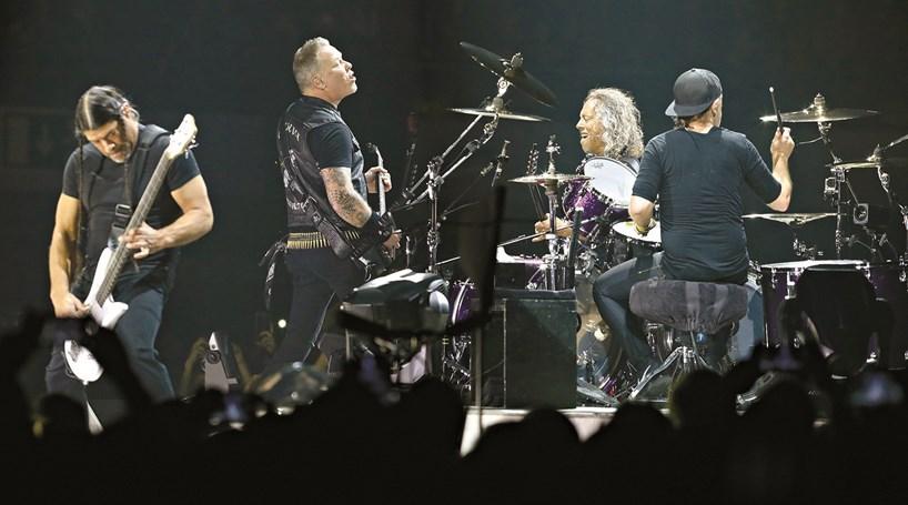 Metallica Presta Homenagem A Z Pedro E Canta Minha Casinha