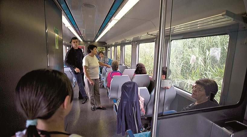 Resultado de imagem para Linha do Oeste com cada vez menos horários adequados aos passageiros