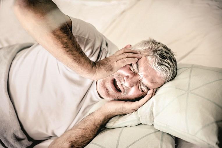 Na cefaleia em salvas os analgésicos comuns não têm  efeito no alívio da dor, que é súbita e muito severa. Durante uma crise, os doentes ficam agitados