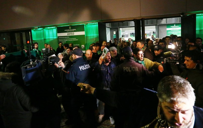 PSP fez um cordão de segurança no Pavilhão João Rocha