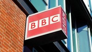 BBC proíbe pessoas brancas de se candidatarem a estágio de 21 mil euros para dois programas