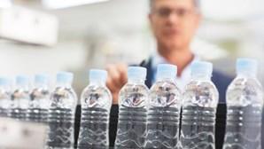Evian, Nestlé e San Pellegrino entre marcas de água contaminadas com plástico
