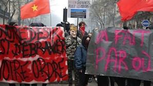 Manifestação contra reformas de Macron causa distúrbios em Paris