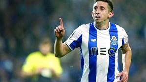 Lyon volta a atacar Herrera