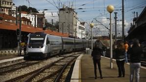 Trabalhadores dos bares dos comboios em greve por aumentos salariais