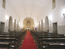 Igreja tem um altar em talha dourada