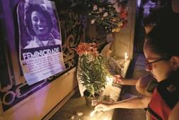 Milhares de pessoas saíram à rua no Rio de Janeiro para condenar o assassínio da vereadora Marielle Franco