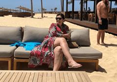 Dolores de férias num destino de praia