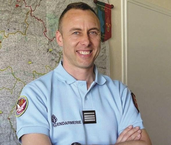 30b0175a12 Político francês detido por celebrar morte de polícia  herói ...