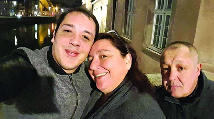 Resultado de imagem para Renato Silva já regressou a casa. Português baleado na cabeça nos atentados terroristas no sul de França teve alta