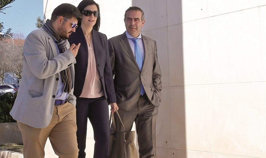 A Supernanny Teresa Paula Marques à entrada do Tribunal de Oeiras