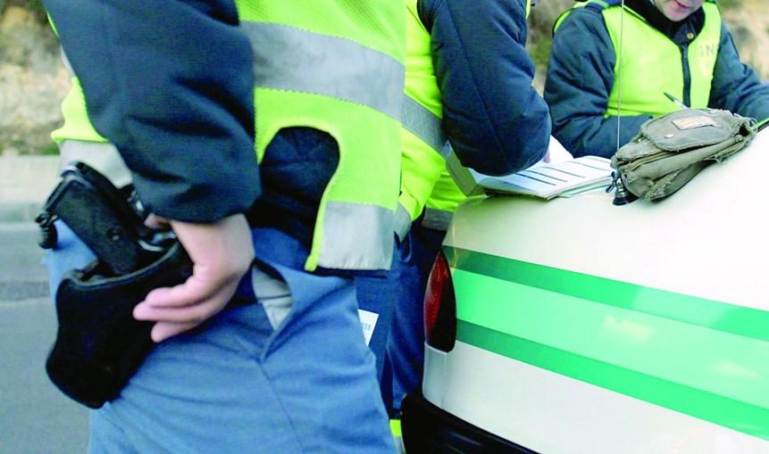 Detenção dos dois homens aconteceu num auto-stop da GNR