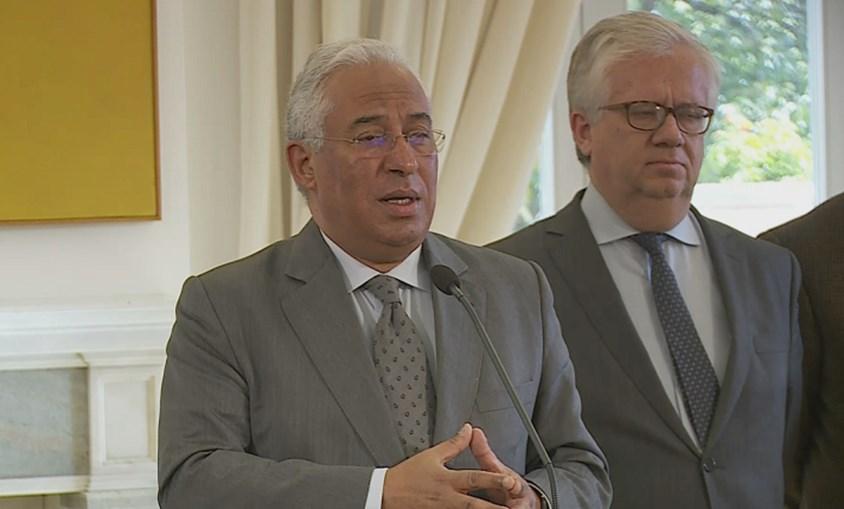 António Costa com o ministro Eduardo Cabrita