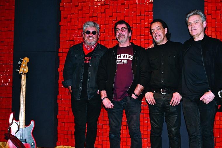 Tim, Kalú, João Cabeleira e Gui, no estúdio dos Xutos & Pontapés