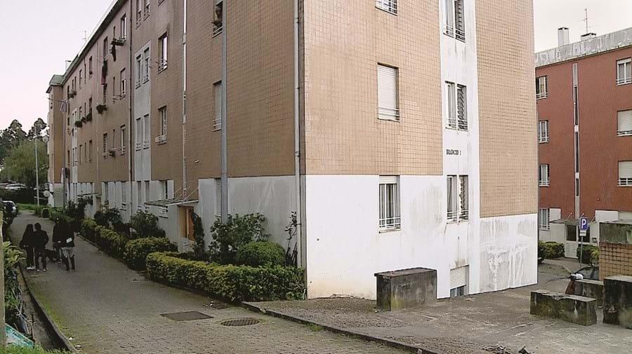Jovem atingiu mãe a tiro em habitação situada num bairro social em Ermesinde