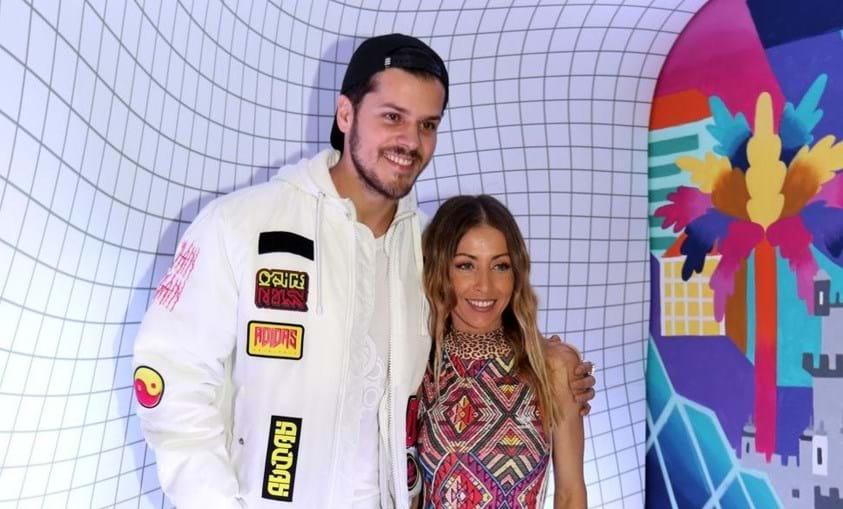 Laura Figueiredo posa ao lado do companheiro, Mickael. Um ano depois de ter sido mãe pela primeira vez,  a ex-apresentadora já recuperou a  silhueta