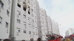 Incêndio de prédio em Vila Nova de Gaia provoca um ferido grave