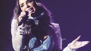Luciana Abreu canta na igreja evangélica